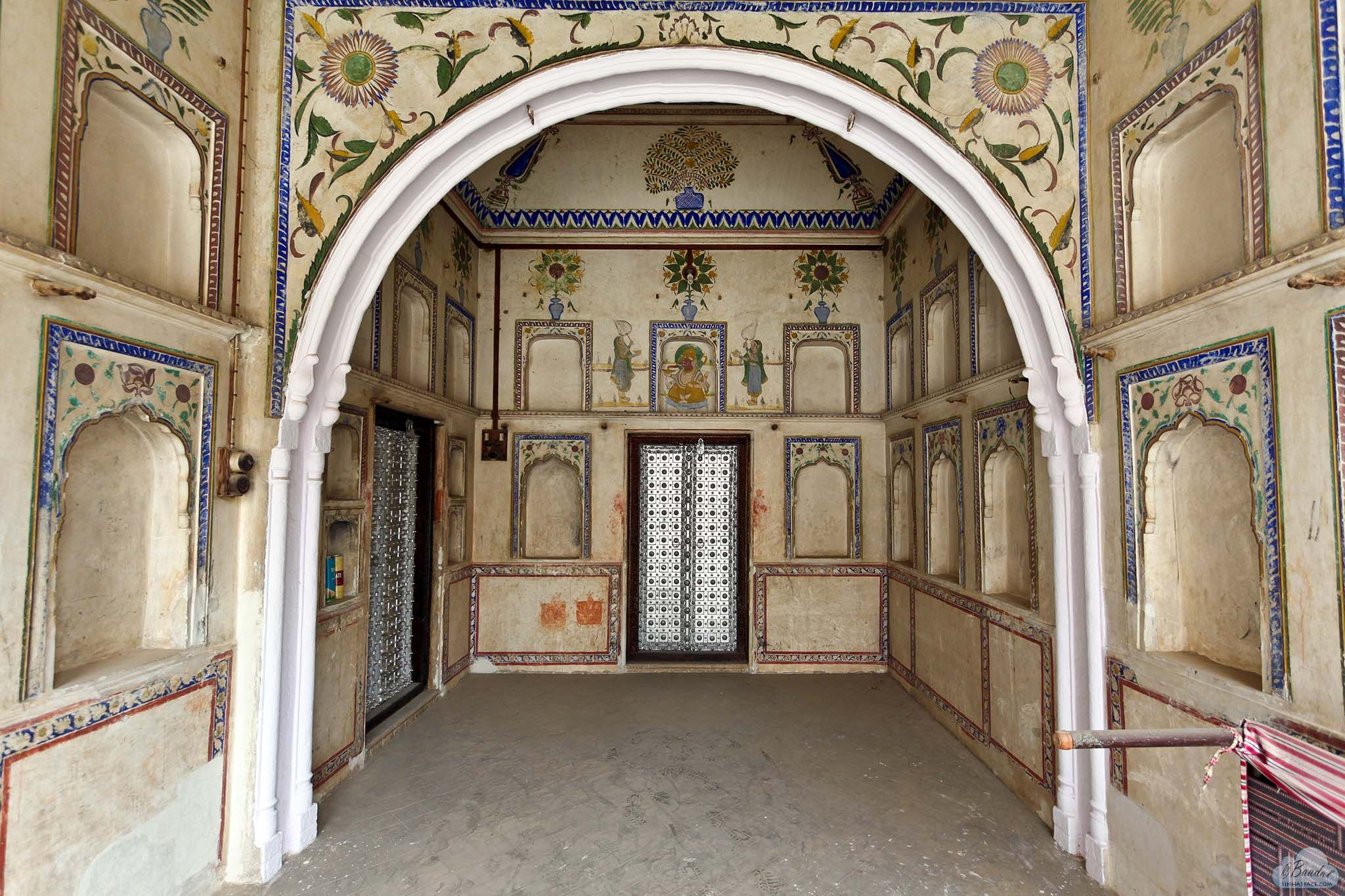 Access corridor to the rooms of Modi Haveli, Jhunjhunu