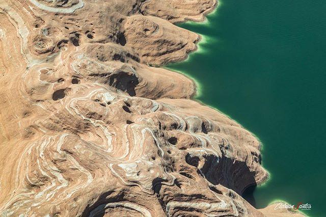 """📍 Lake Powell - Page (USA) 📸 Canon EOS 5D MkIV // EF 24-105 mm f4L // ISO 800 // F8 // 1/500 sec // 80 mm // #usa #page #canon #canon_photos #canonespaña #canon5d #canonphotography #canonusa #lakepowell #arizona #lake #nationalpark #westcoast #nature #naturephotography #travel #trip #wanderlust #water #shooting #wonderfulplaces #travelblog #iamatraveller #instaviajeros #travelblogger #unitedstates #airplane #traveling #travelgram #america"" by @adriansantosphotography. #fslc…"