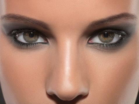 Smokey eyes & flawless skin...