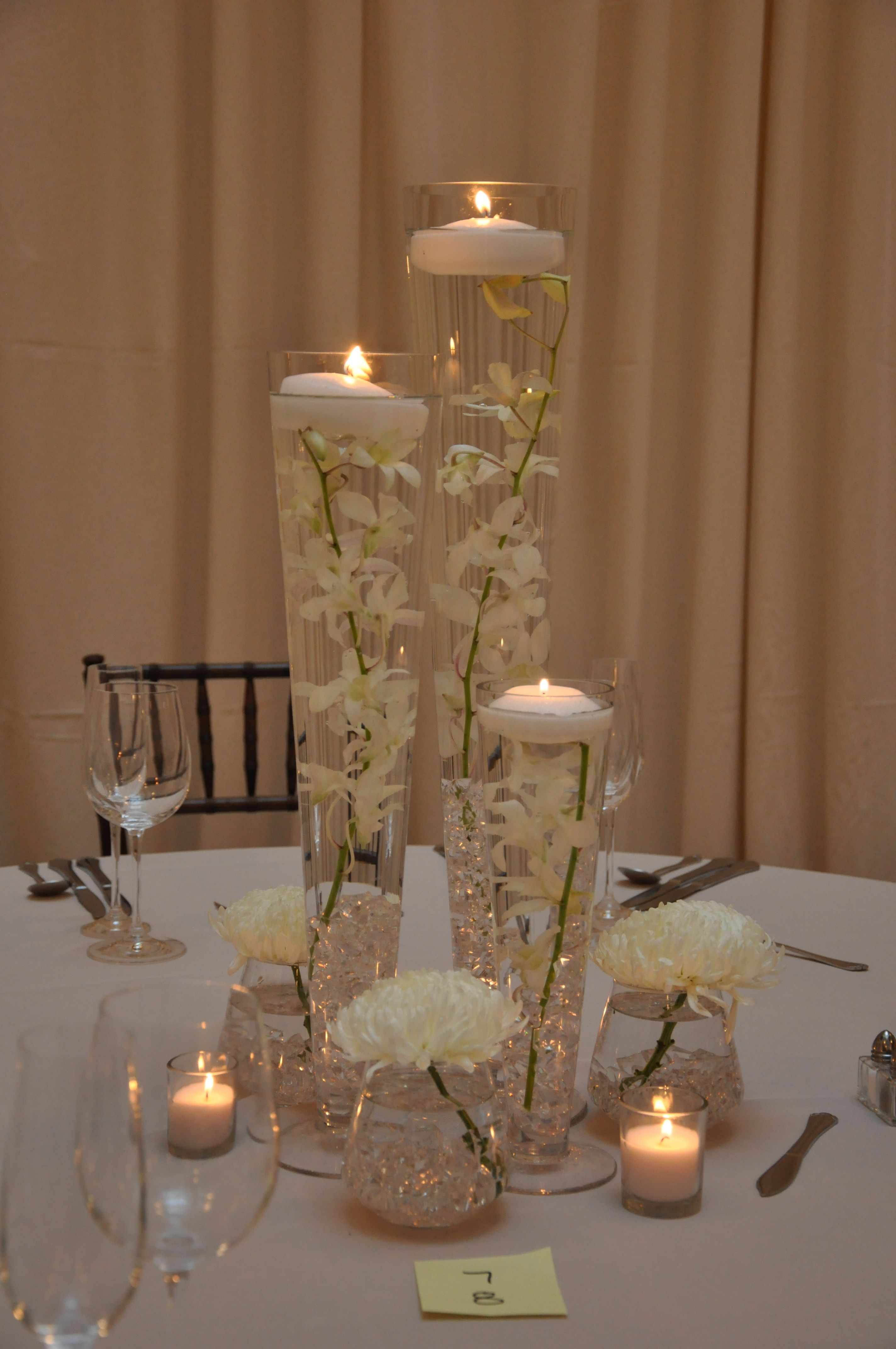Love these simple elegant flowers wedding only for Simple elegant wedding decorations ideas