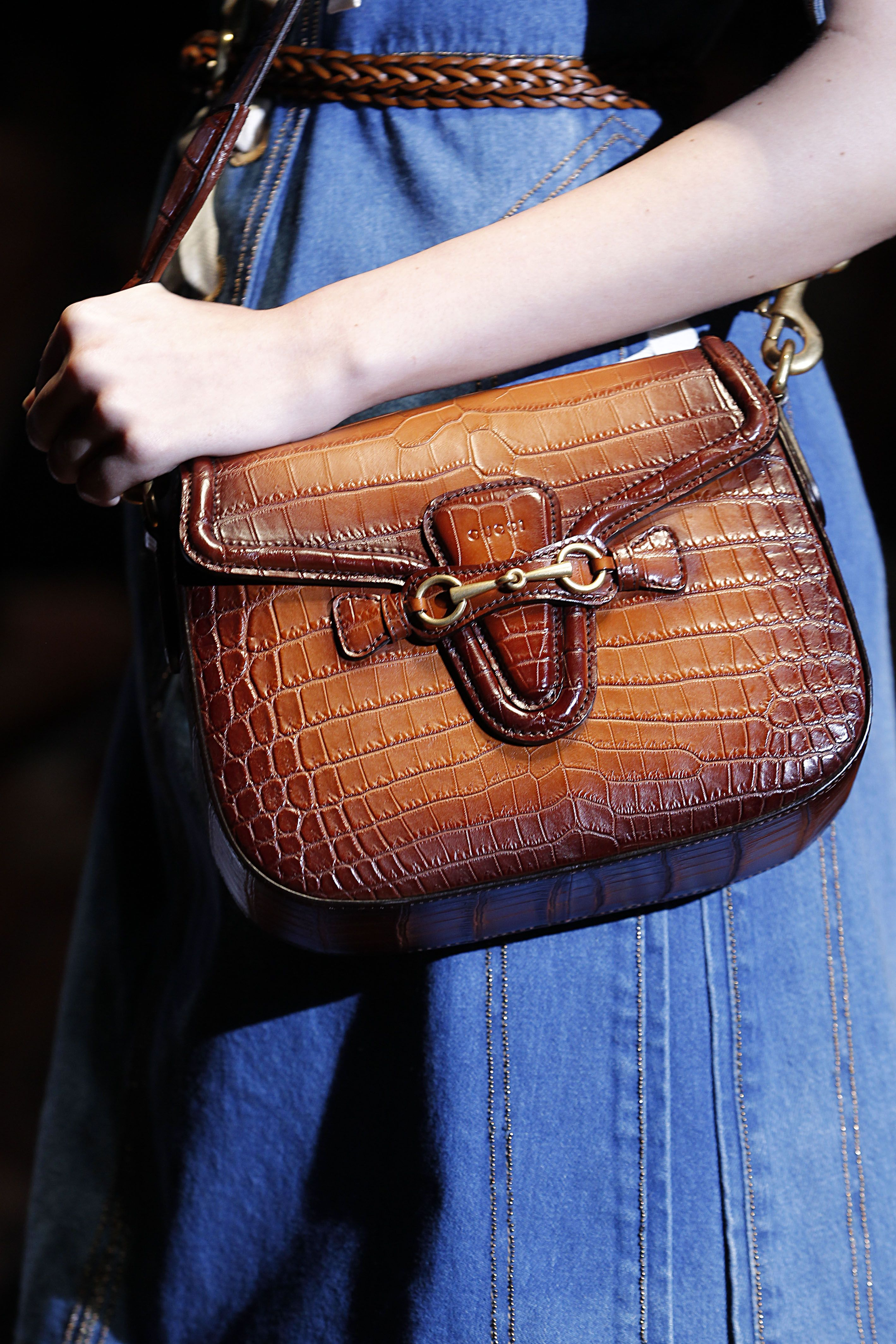 Editorialist's definitive roadmap to top trends of spring 2015 including saddle bags.  https://editorialist.com/magazine/12055/spring-summer-2015-accessories-report#0