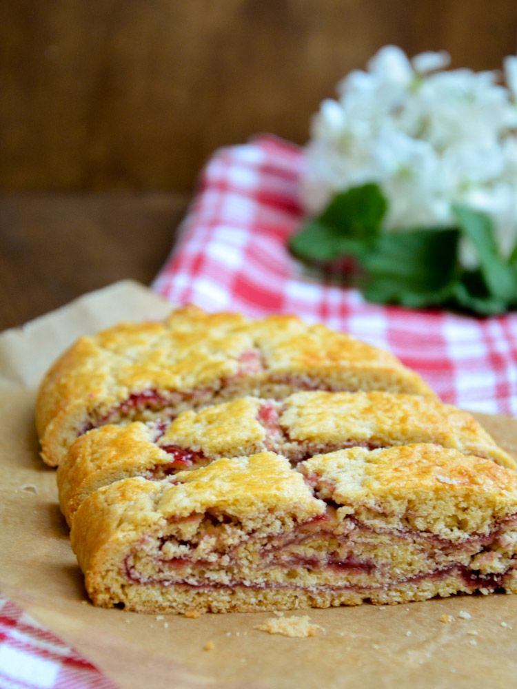 Tiroler Strudel // Tyrolean short pastry strudel with red currant jam // Typically Austrian taste // Baking Barbarine