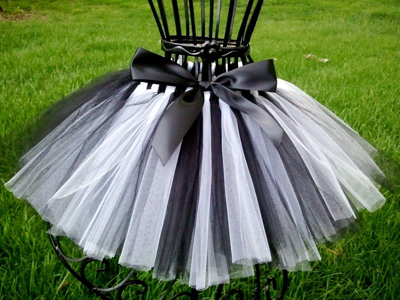 NEW Black white skulls check striped Petal Gothic Rock Party tutu Skirt Festival