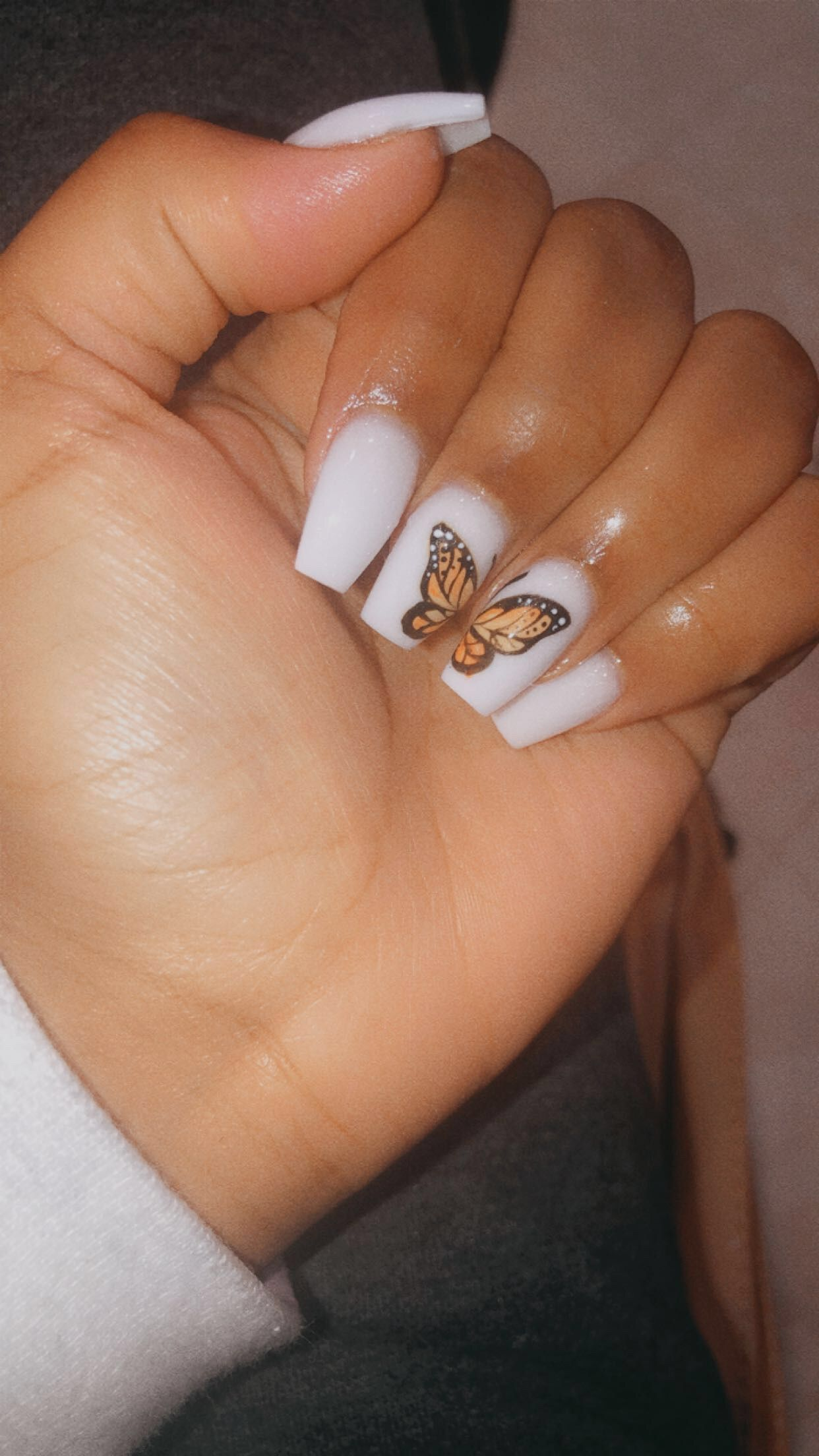 Butterfly White Short Coffin Nails Alberte Nic In 2020 Short Acrylic Nails Designs Pretty Acrylic Nails Acrylic Nails Coffin Short
