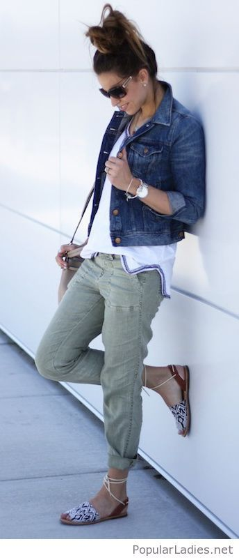 J Crew Jean Jacket Tee Pants Via Bluelinen Boutique Cargo Pants Women Fashion Jacket Outfits