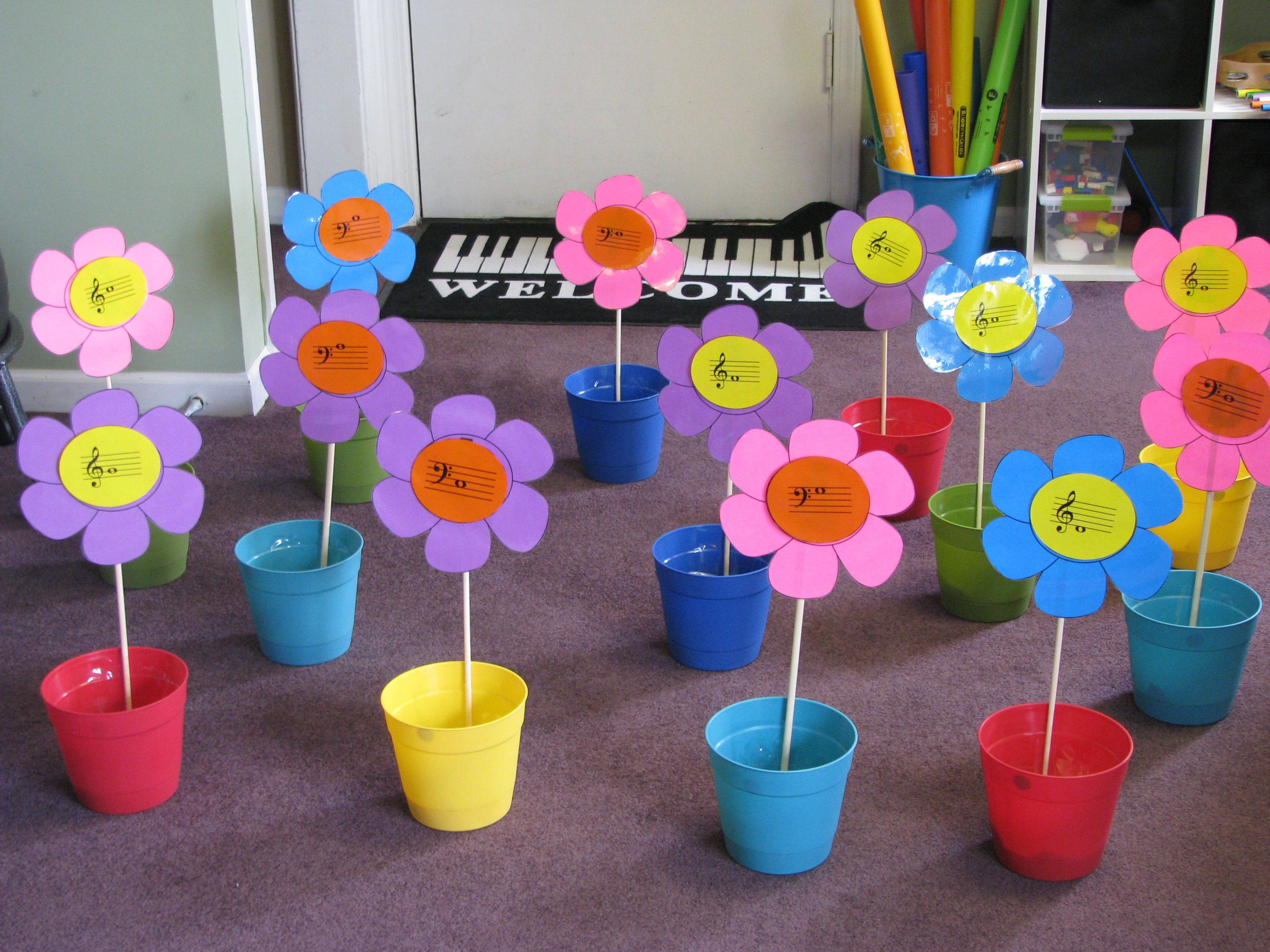 Flower pot note toss game. Fun! (She has templates and