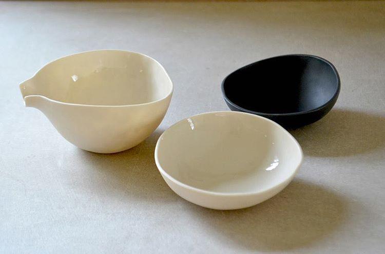 Porcelain ... all my pieces are handmade in porcelain ● Porcelana ... todas as minhas peças são feitas à mão em porcelana #otchipotchi #otchipotchiceramics #paulavalentim #paulavalentimceramics #paulavalentimcerâmica