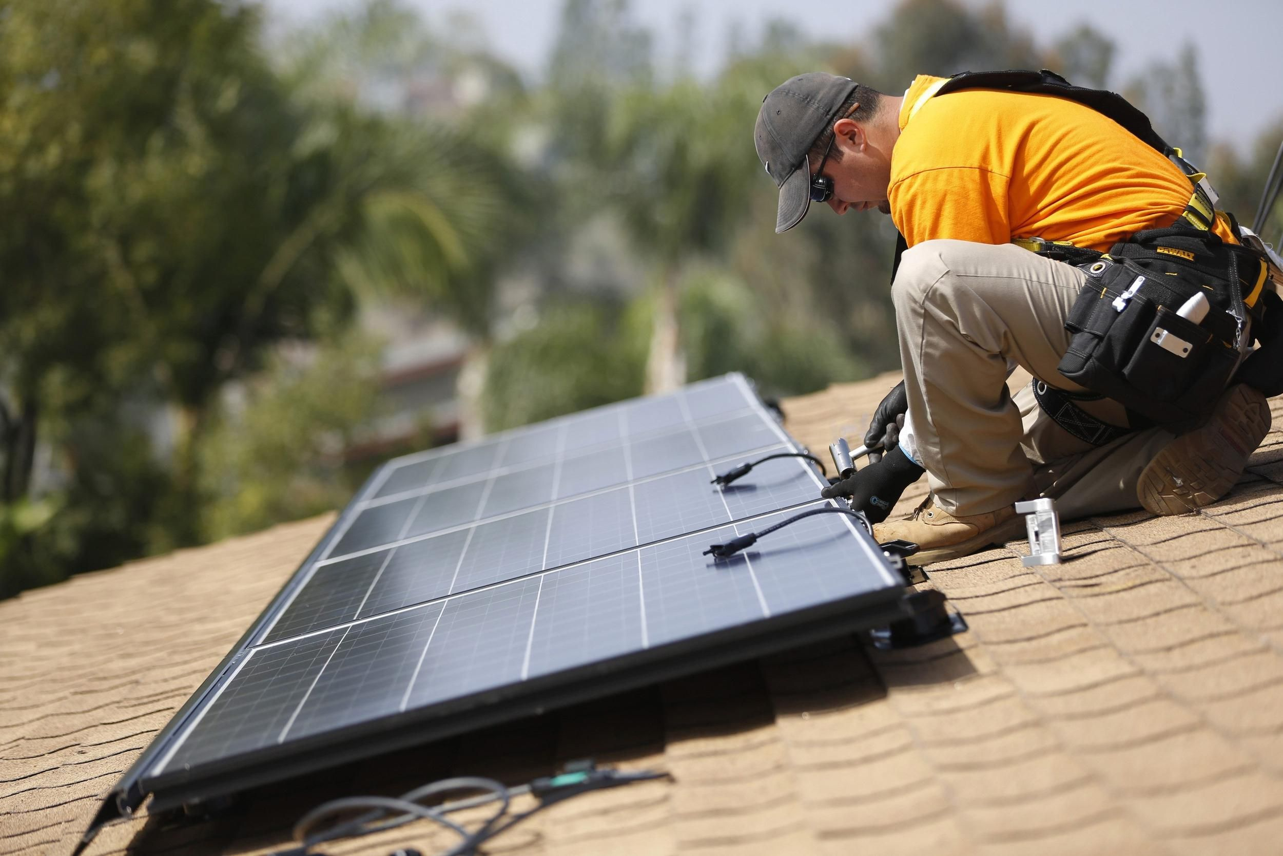 An Increasing Number Of Veterans Are Returning To The Civilian Workforce Through Jobs In The Solar Industry Many V Solar Solar Panel Installation Solar Panels