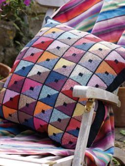 kaffe fassett triangle squares cushion free download muster anleitungen decken kissen. Black Bedroom Furniture Sets. Home Design Ideas