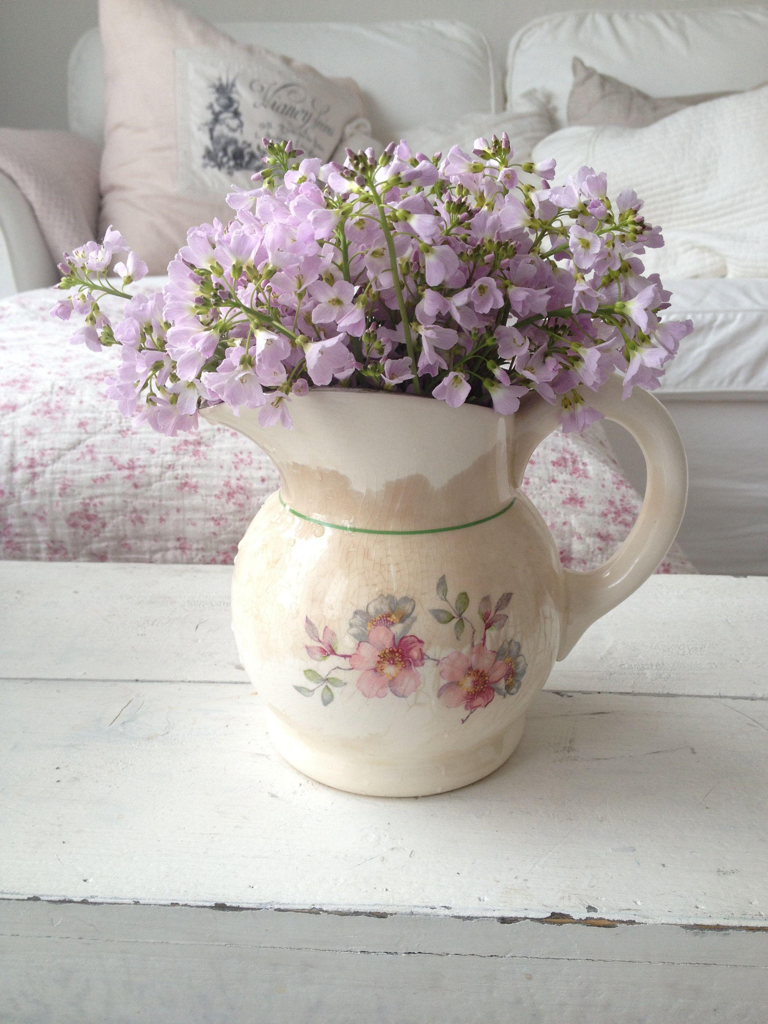 Shabby chic style Flower arrangements, Shabby chic style