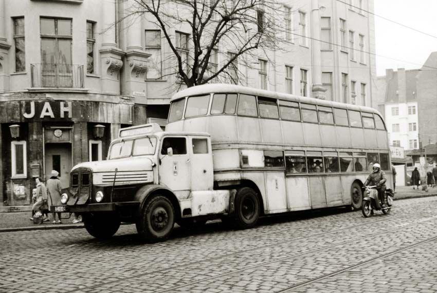 berlin ddr 1960er obus der bvb lowa in der friedenstrasse. Black Bedroom Furniture Sets. Home Design Ideas