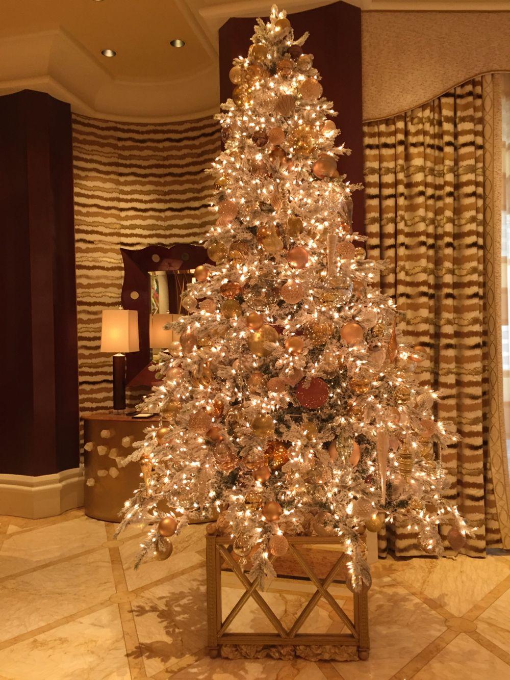 Beautiful Christmas tree at the Lobby of the Wynn, Las ...