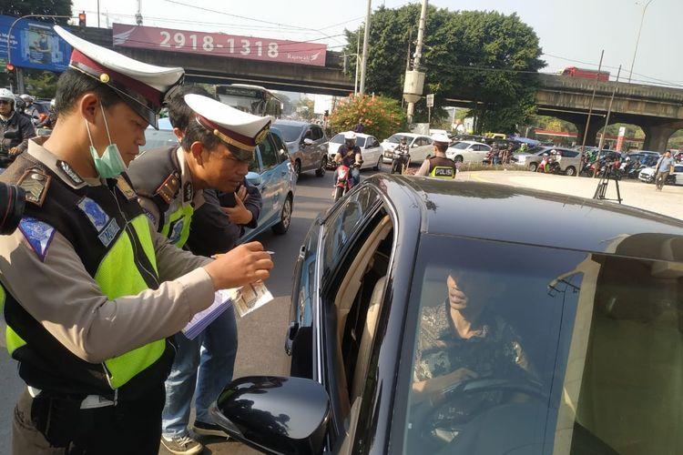 Ganjil Genap Tidak Berlaku Hari Ini Jakarta Terendam Banjir Sekolah Mobil Kendaraan