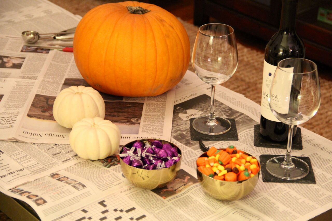 Cute Idea for Date Night- pumpkin carving with a few Halloween treats