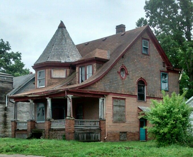 Abandoned  Victorian house Alliance Ohio