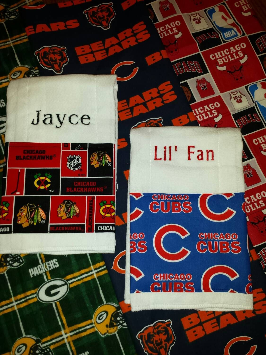 Baby burp cloths chicago cubs blackhawks bulls bears or green bay baby burp cloths chicago cubs blackhawks bulls bears or green bay packers fabric trim personalized baby negle Gallery