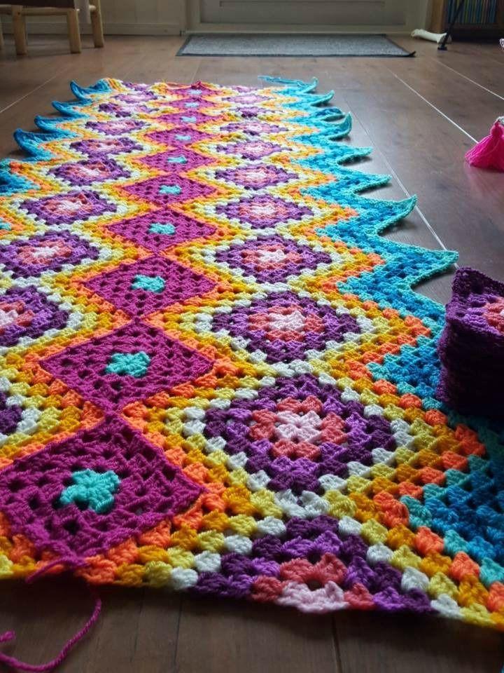 Good photo tutorial for granny square / granny stripe blanket ...
