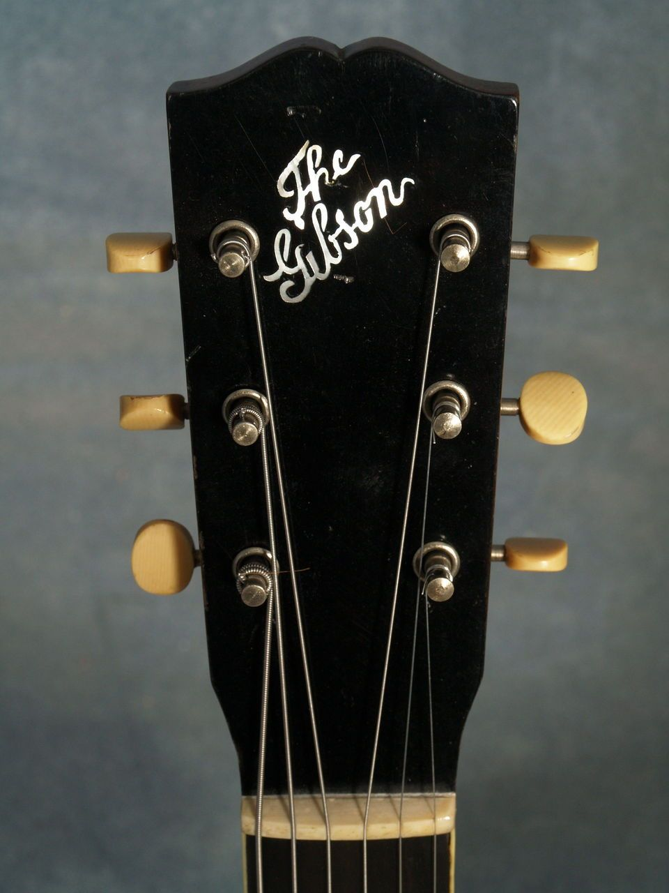 Vintage 1920 - The Gibson - L1 - acoustic guitar headstock