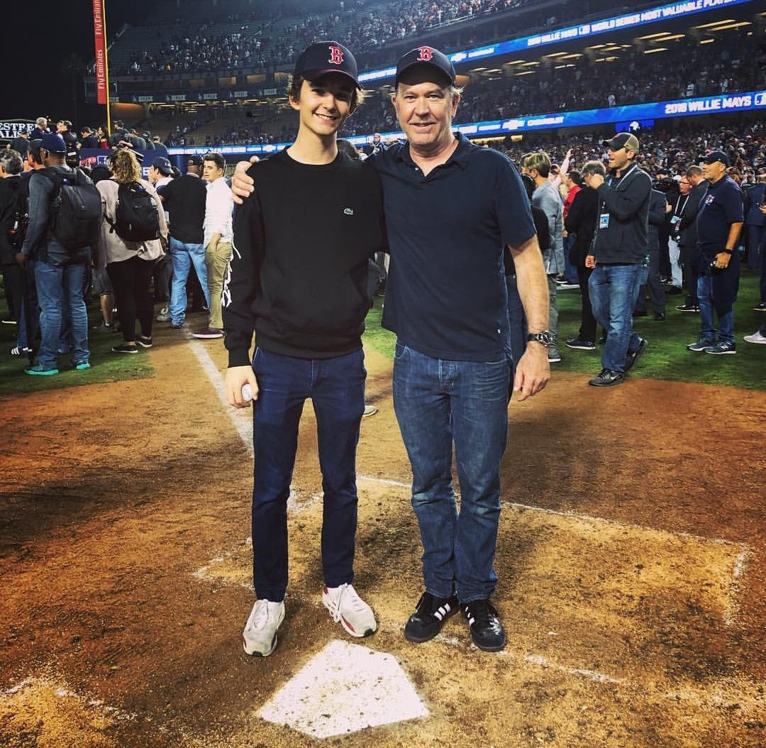 Timothy Hutton And Son Milo At 2018 World Series Clearly They Re Happy The Red Sox Won Timothy Hutton Amazing Pics It Cast
