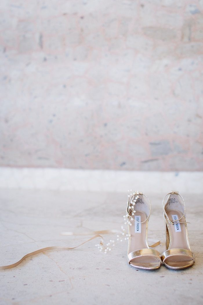 Steve Madden Wedding Shoes + A beaded headpiece | Fab Mood #weddingshoes #bridalheadpiece