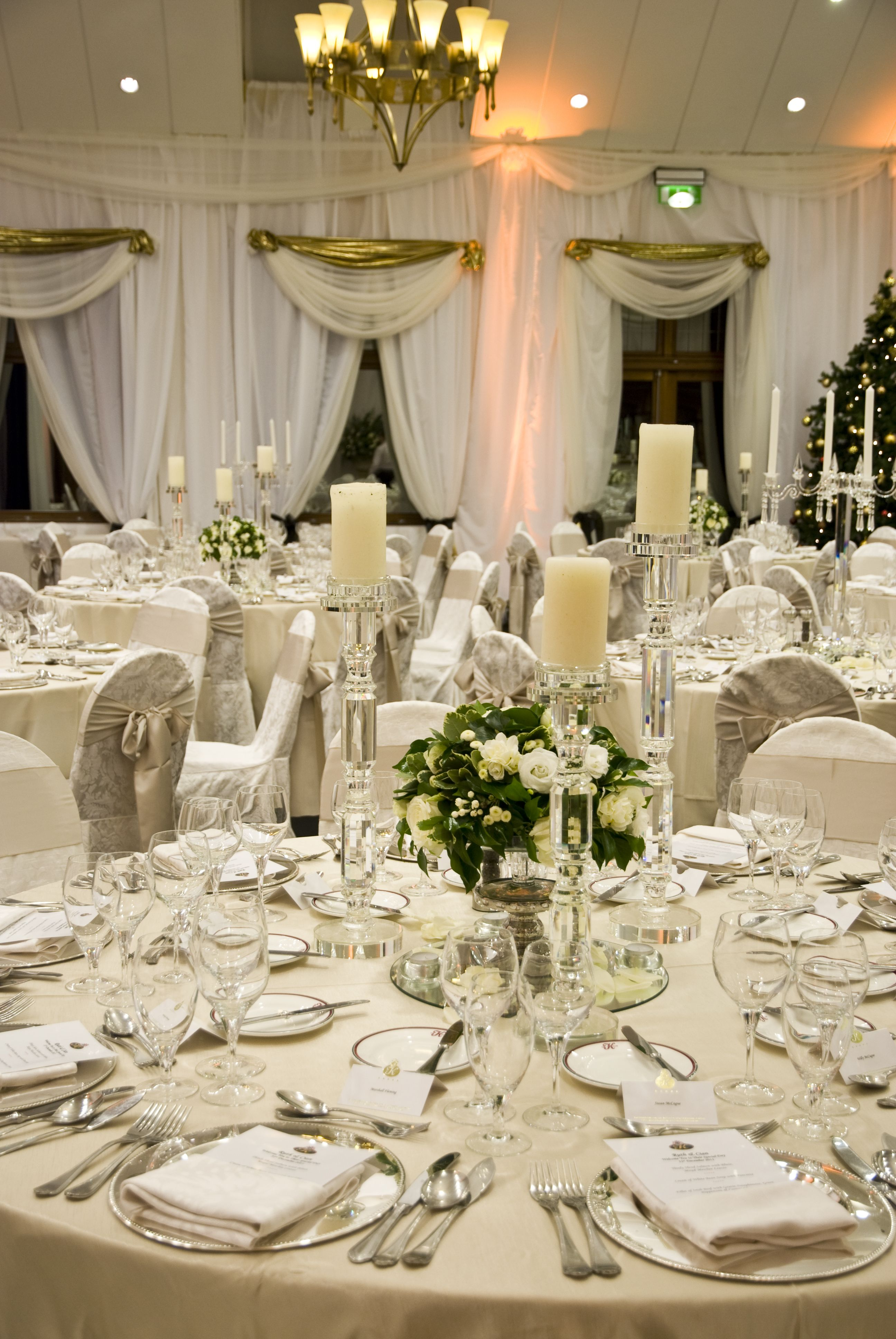a gorgeous wedding table setting in the k club the neutral tones create a very classic look go. Black Bedroom Furniture Sets. Home Design Ideas