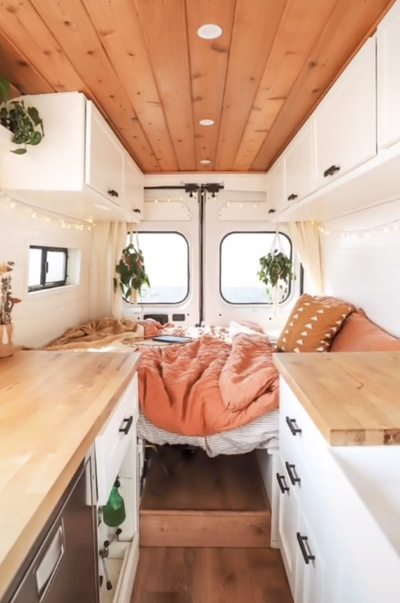 Photo of People On TikTok Are Transforming Their Vans Into Gorgeous Mobile Homes And I Can't Stop Watching Them