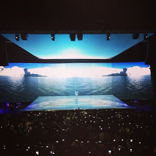 Kanye West Shows Off 7 Screen Experience In Crazy Outfits At Revel Atlantic City Concert Stage Design Stage Set Event Design Inspiration