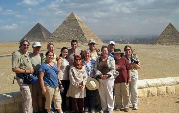مركز توثيق التراث الحضاري ينظم محاضرة بناء الأهرامات فرضية جيولوجية الثلاثاء Egypt Tours Great Pyramid Of Giza Pyramids Of Giza