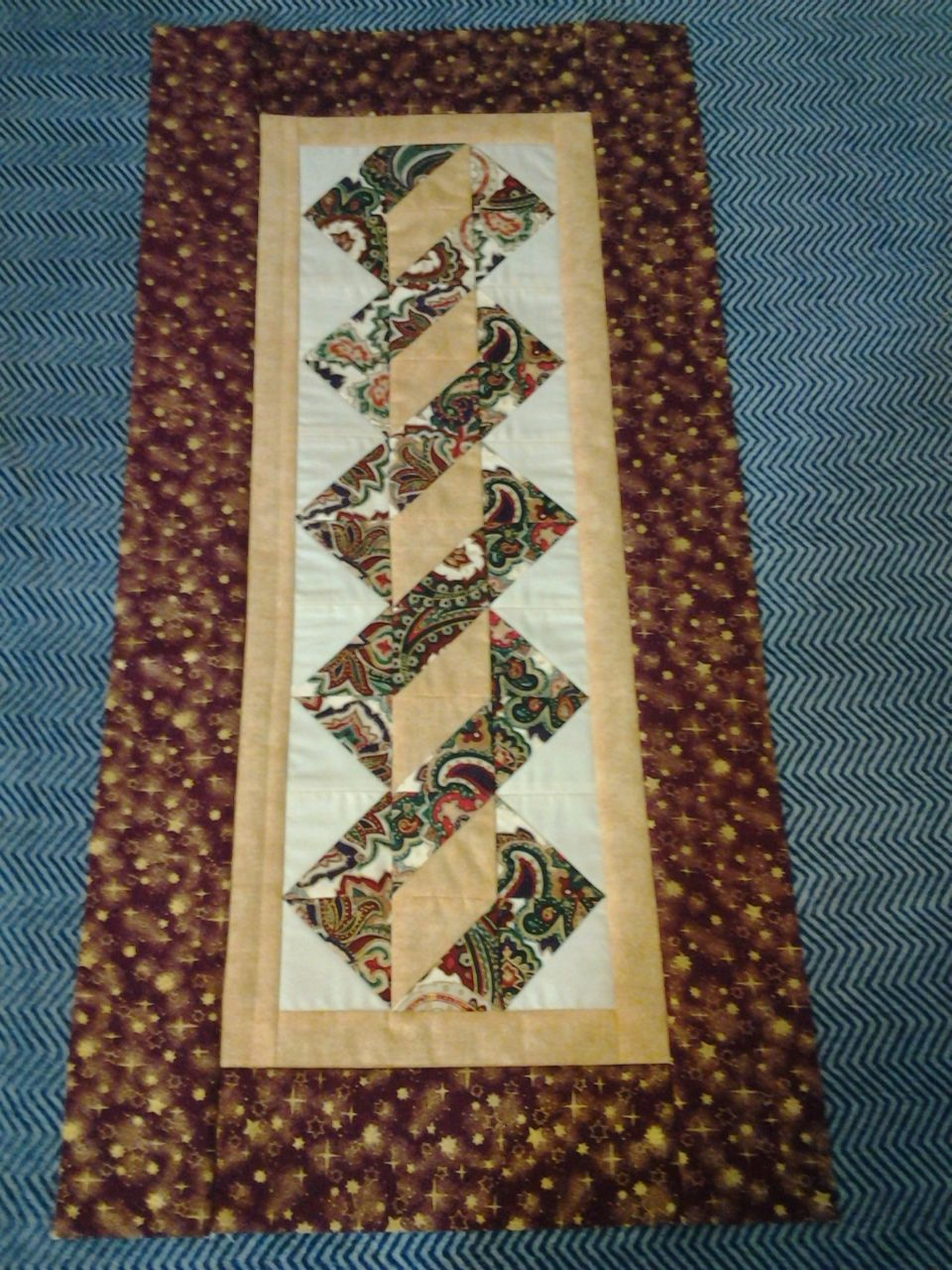 Table Runner Made November 2014 Pole Twist My Quilts And Crafts Quilted Table