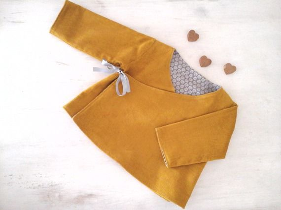 Brassière/manteau/veste (6 mois) en velours milleraies jaune moutarde toute doublée et réversible