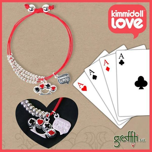 Με αυτό το τυχερό βραχιολάκι το καρέ του άσου το έχεις στο μανίκι σου!!! Kimmidoll Love Μπρασελέ Lacy Luck από τη Graffiti! http://graffiti.gr/page/products_by_sub_cat/28/3/-kimmidoll-love/12 Υπάρχει και διαθέσιμο κολιεδάκι εδώ ->  http://graffiti.gr/page/products_by_sub_cat/28/3/-kimmidoll-love/6 #graffitisa #kimmidoll #love