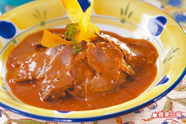 摩洛哥醬汁燉香料烤牛腩附馬鈴薯泥249元╱剛剛好 薄切的牛肉入口仍頗有嚼勁,馬鈴薯泥綿密香甜。