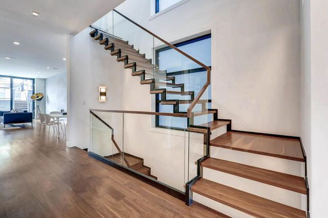 Best Dream Stairs Https Www Redfin Com Il Chicago 2424 N 640 x 480