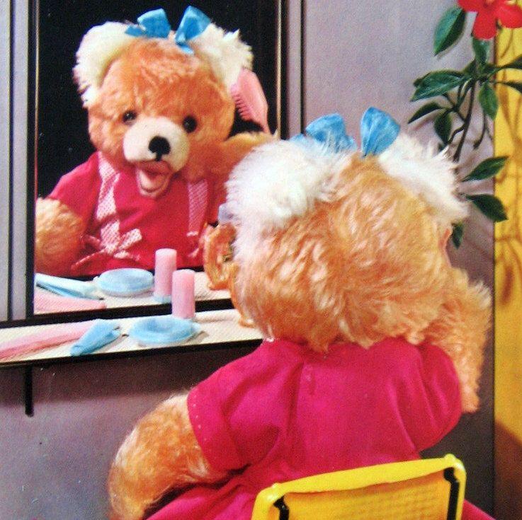 Een persoonlijke favoriet uit mijn Etsy shop https://www.etsy.com/nl/listing/490837566/vintage-60s-cute-bear-postcard