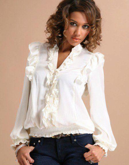 Блузка с жабо (37 фото)  с чем носить блузу с жабо   Блузы   Blouse ... e7bcfde4315