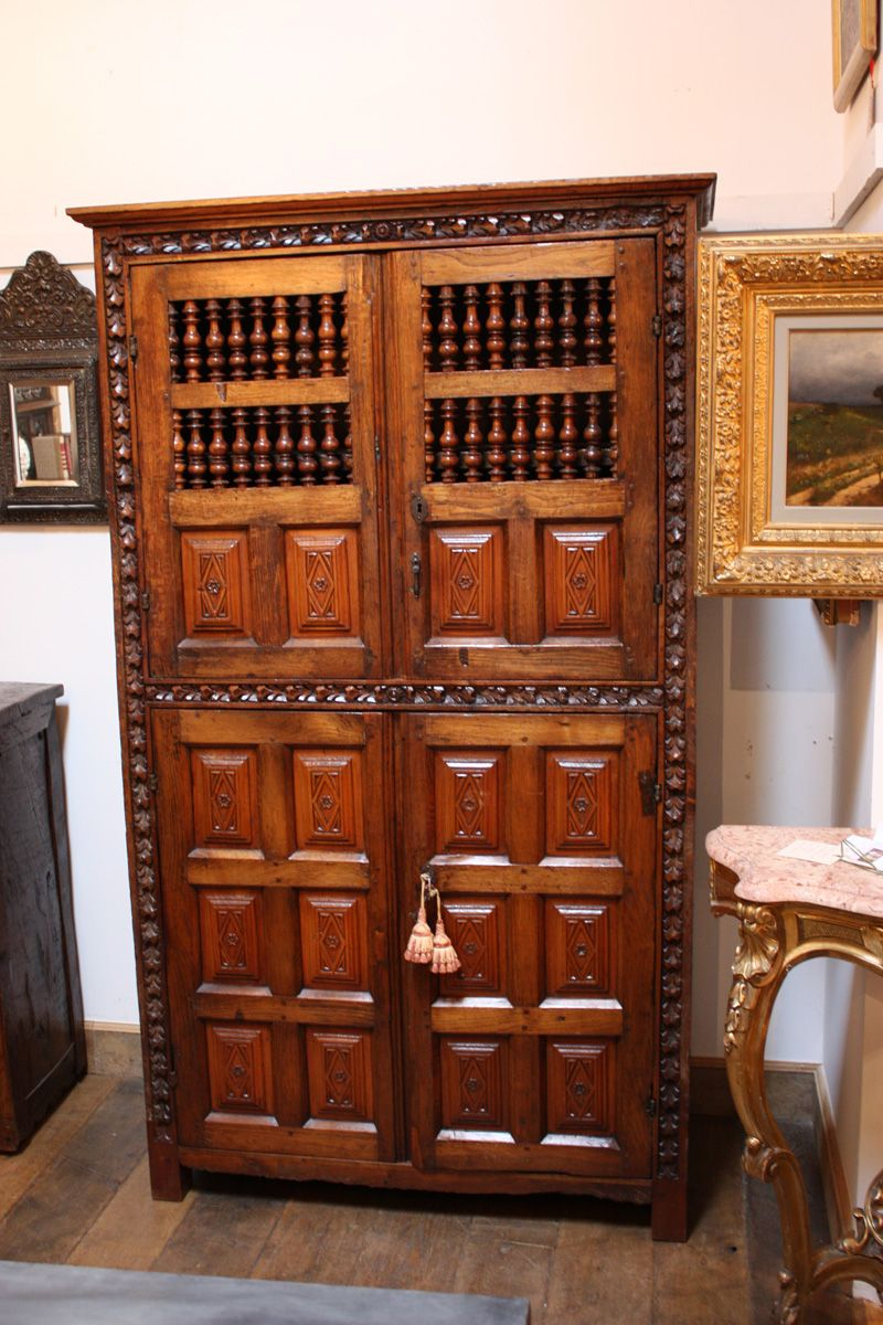 18th Century Hand Carved Spanish Cupboard Armoire Spanish  # Muebles Mejicanos