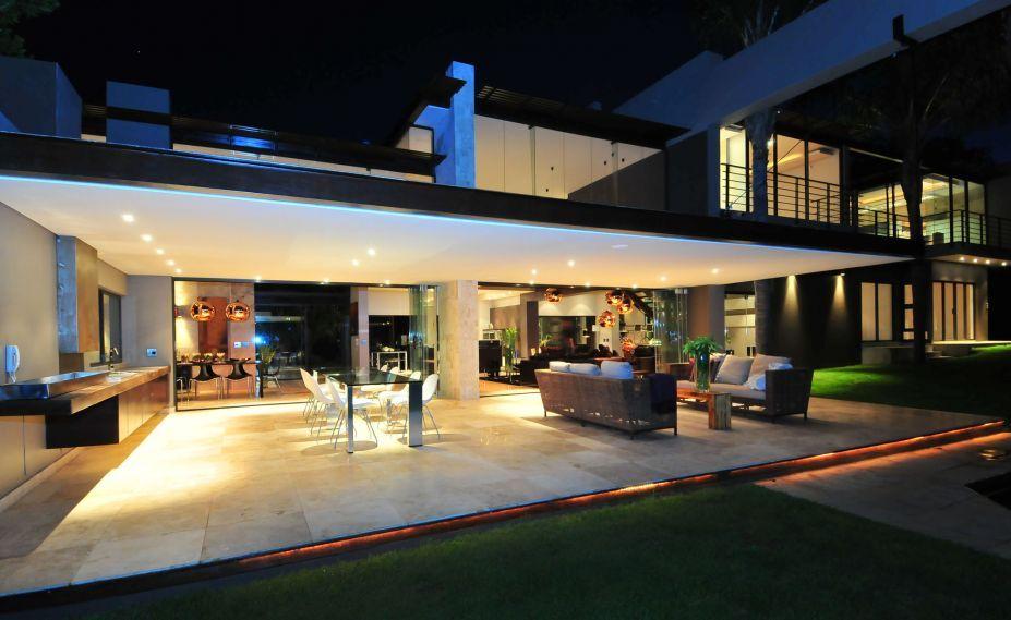 exterior extraordinary luxury modern home interiors. Extraordinary Luxurious Home Interior Design By Nico Van Der Meulen Architects: Yellow Lights Under Terrace Exterior Luxury Modern Interiors
