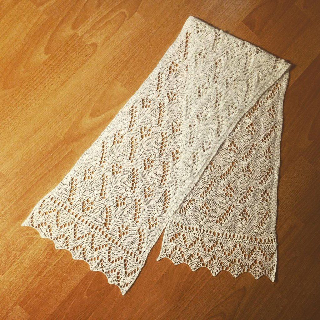 Scarf for my mom, and first experience in ajour knitting