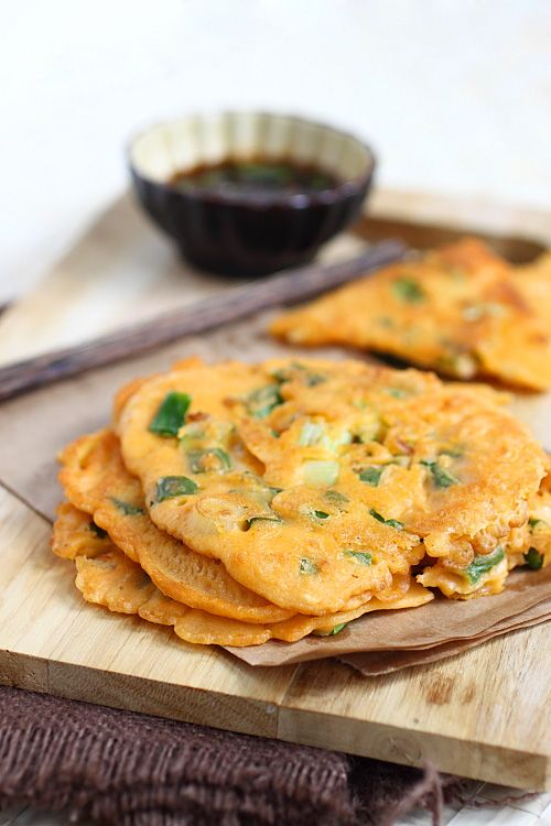 Pajeon (Korean Scallion Pancake) recipe - Are you one of those who love eating Korean food because of the many side dishes served? I love Korean food because of the banchan served along with rice and the main dish. Banchan are full of surprises and there are always something new to look forward to like this Korean scallion pancake (pajeon). #30minutemeals #korean