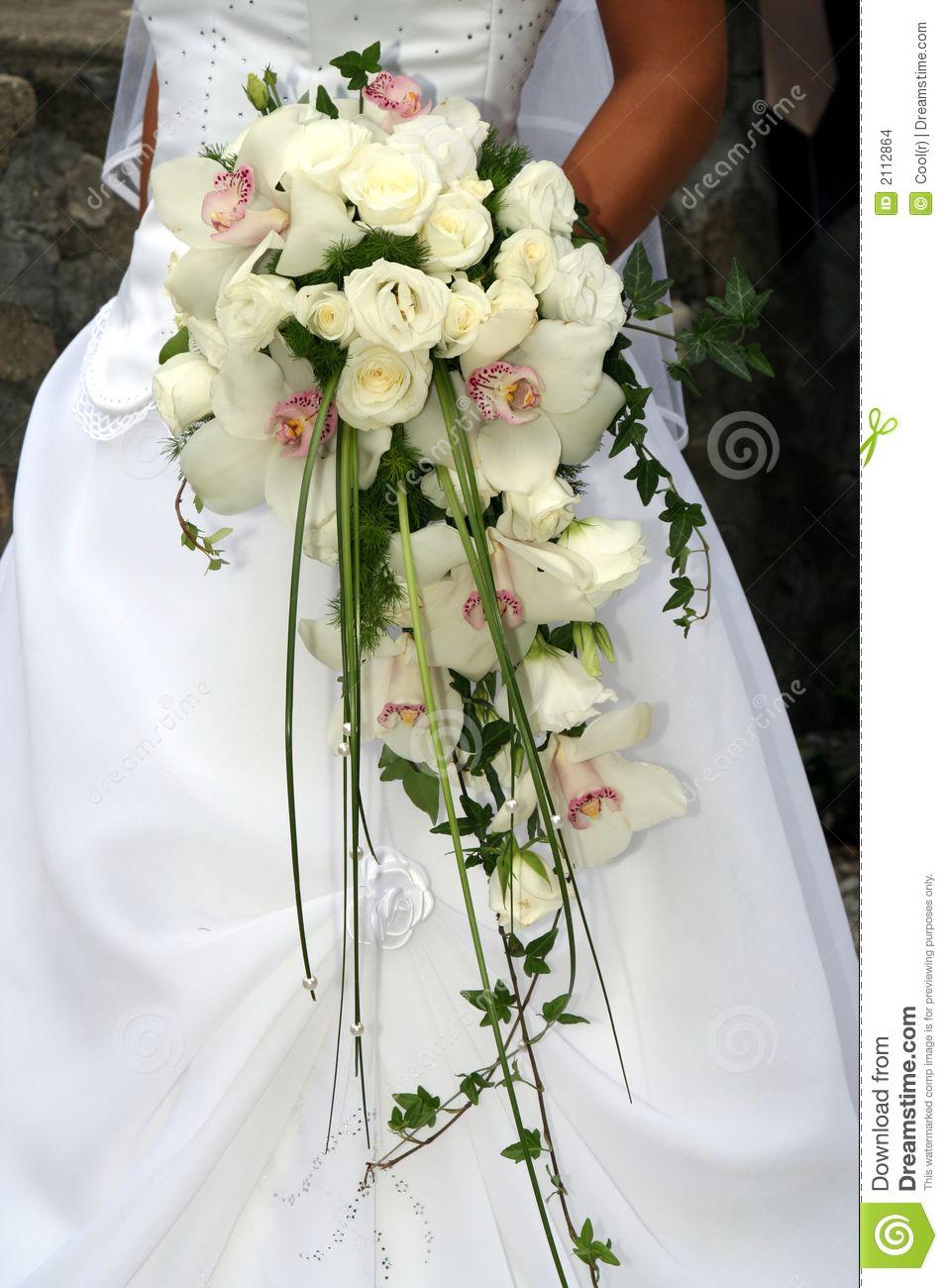 green cymbidium orchid cascade bouquet | bouquet de mariage de l
