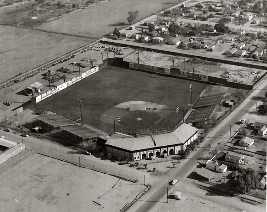 Old Phoenix Municipal on Central & Mojave - look how quaint and