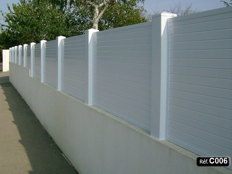 black composite fence in backyard, composite wood fence privacy - palissade en pvc jardin