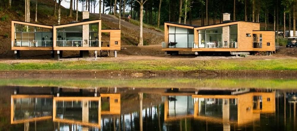 modern wooden house design in lakeside. Build Artistic Wooden ...