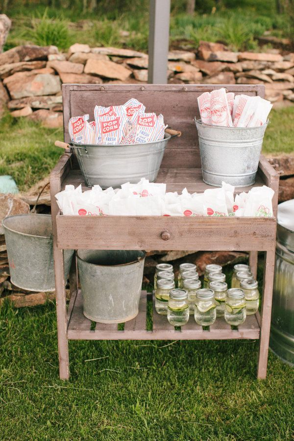 062e8380ef3 24 Awesome Rustic Outdoor Wedding Ideas To Steal