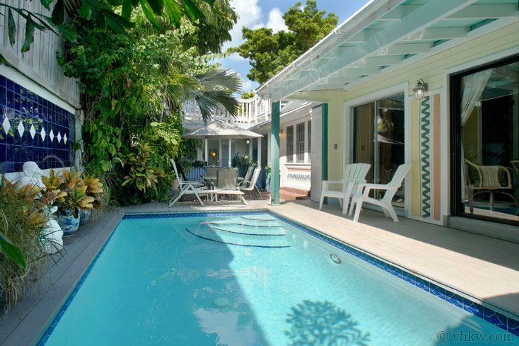"""Key West Rentals - 4BR 3.5BA - Sleeps 10 Heated Pool Expansive Roof-Top Deck Steps from Upper Duval Street """"In-the-know"""" travelers who return to Key West love to choose the more elegant area of Upper Duval St. as their favorite area to stay ... """"Amelia's Hideaway."""""""