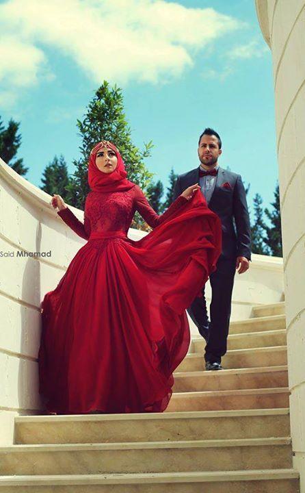 Vestido rojo intenso.