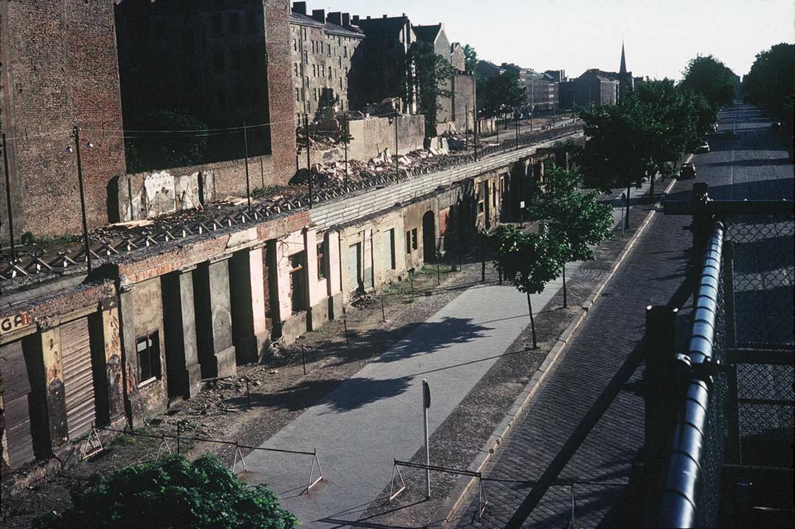 The Story Of Berlin Wall In Pictures 1961 1989 Rare Historical Photos In 2020 Berlin Wall Photo Berlin