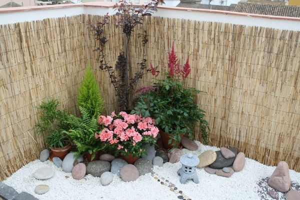 Sichtschutz Und Balkon Deko Idee Schilfrohrmatten Zen Garten ... Garten Sichtschutz Deko Ideen 18
