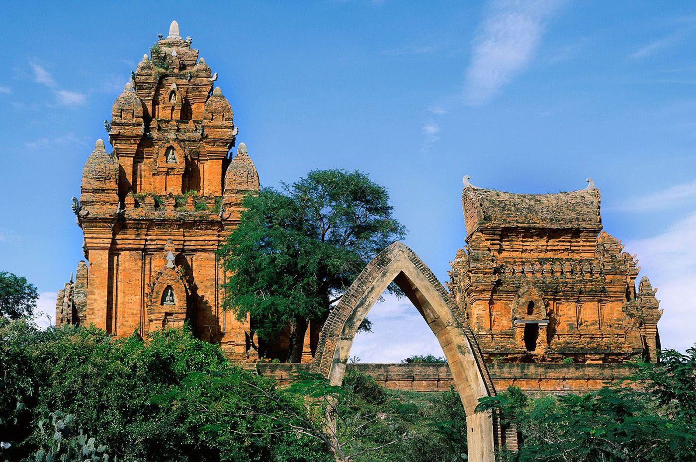 Ennen Saigonia oli kiva pitää pieni kahden yön stoppi Quy Nhonissa. Joku sata kilometriä pohjoiseen Saigonista. Totaalisen unelias kalastajakaupunki missä ei tapahdu mitään. Oli kiva vaan juoda kahvia tienposkessa ja katsella kun kalastajat saapuvat kotiin apajilta.