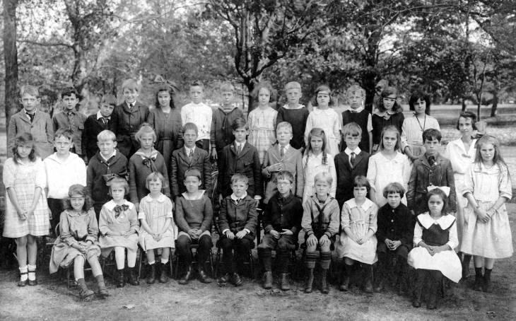 Schools; public; 1920s; Miss Smith's class Garden City
